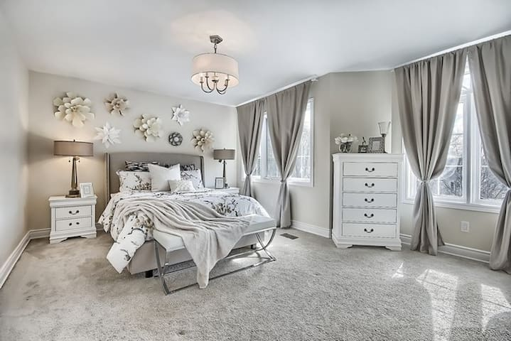 IMMACULATE SPECIOUS BEDROOM