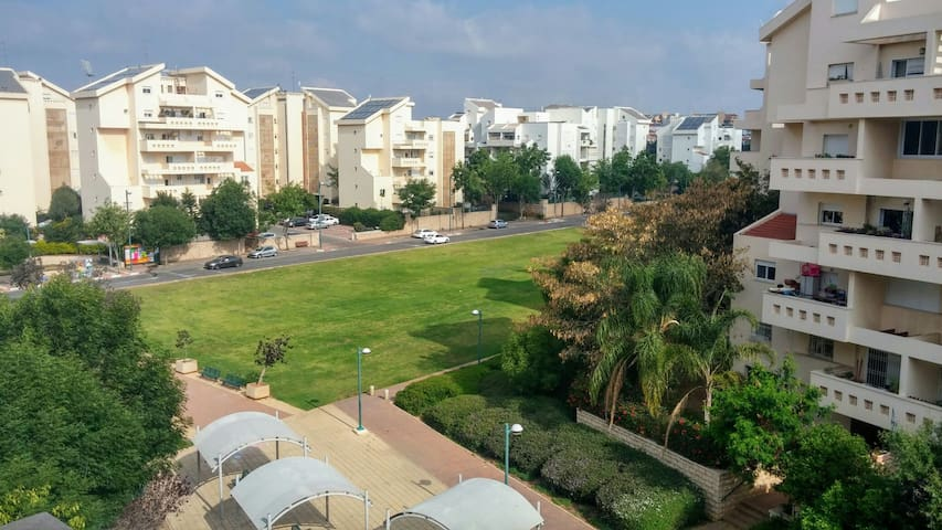 Fantastic and cozy apt with balcony - Kefar Sava - Byt
