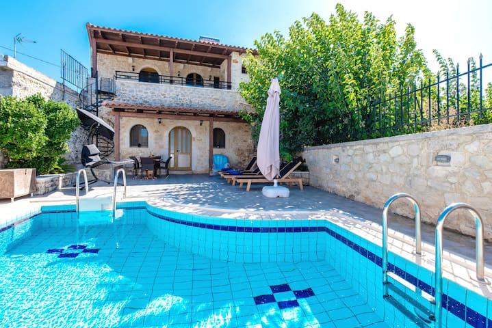 Villa Andriana - Traditional Luxury