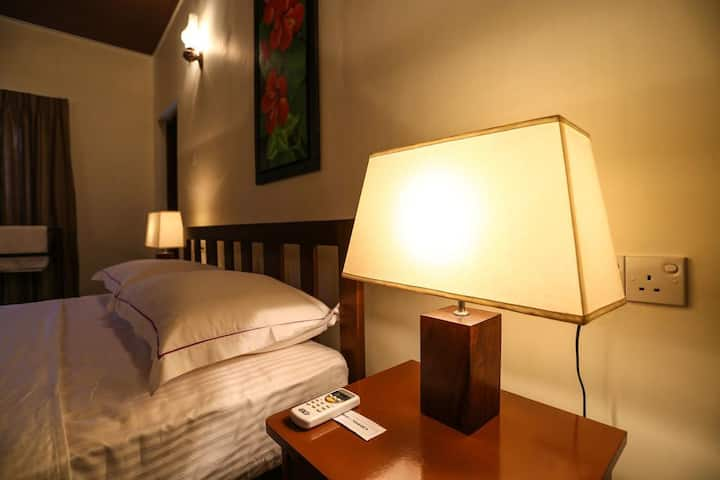 Cozy City Room - with AC and Wifi - 10% off