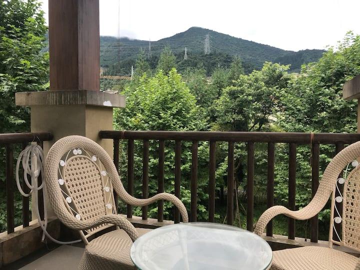 七里坪氧吧2室+沙发床+阁楼1.8米床垫+1.2米床垫举家避暑赏雪景