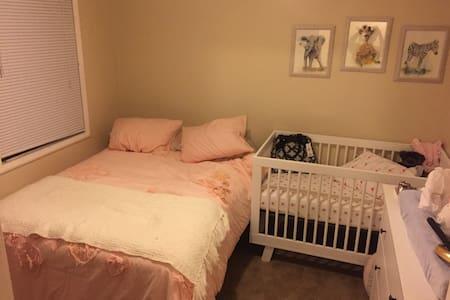 Super Bowl Last Minute Bedroom - San Leandro