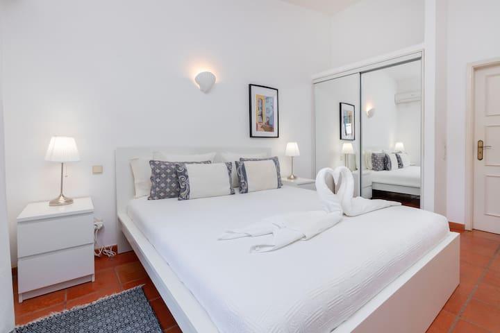 Master Bedroom - Quarto de Casal
