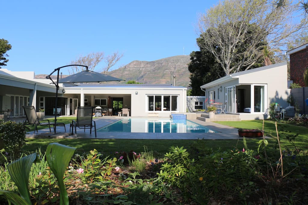 Luxury spacious suite private entrance houses for rent for Best private dining rooms cape town