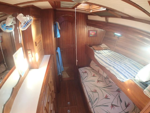 Starboard guest cabin with twin beds.