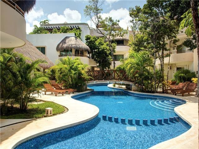 GORGEOUS 2-bdm CONDO for 4, ZAMA VILLAGE, POOL