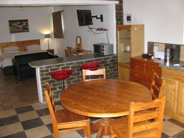 Sunbird Self Catering Chalet R350pp - Lanseria - Huis