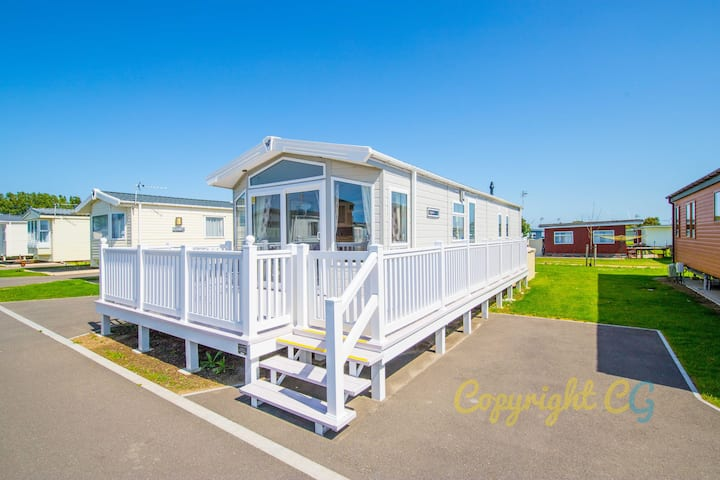 SBL54 - Camber Sands Holiday Park - Mini Lodge - Sleeps 8 - 3 Bedrooms - Decking - Dishwasher - Private Parking