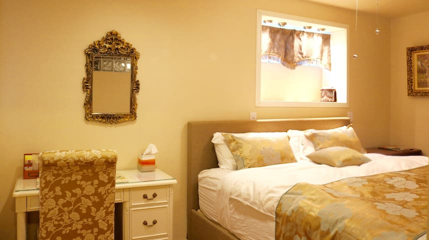 Relaxing bed and private bath close to SFO - San Bruno - Casa