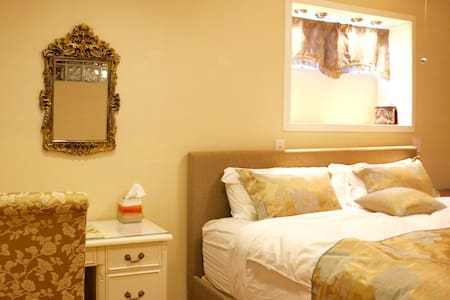 Relaxing bed and private bath close to SFO - San Bruno - House