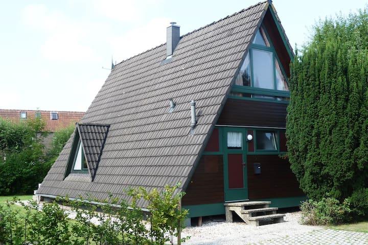 Familienfreundliches Ferienhaus mit großem Garten - Butjadingen - House