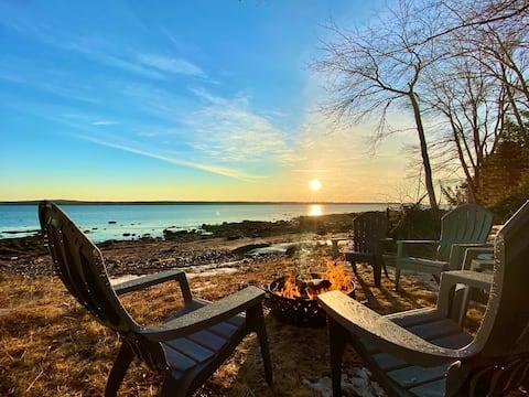 Beachfront Cottage w/ Stunning Sunrise Views