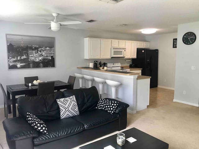 Orlando Townhouse near Theme parks, Mall & Airport