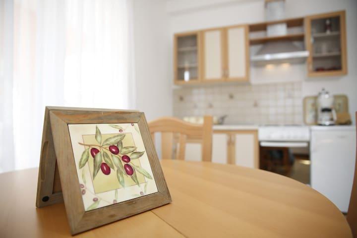 Apartman Ivelj - Vodice - House