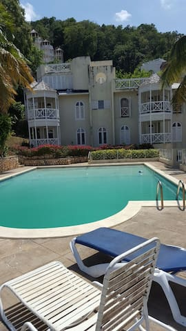 """EXQUISITE CHERRY SUNSET"""" 1BR IN COLUM""""HEIGHTS! - Ocho Rios - House"""