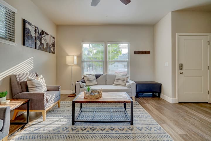 Modern 2 Bedroom Townhouse in Downtown Chico
