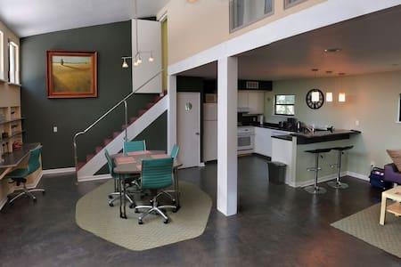 Unique Modern Design 2Bd/2Bath Townhouse - Tallahassee