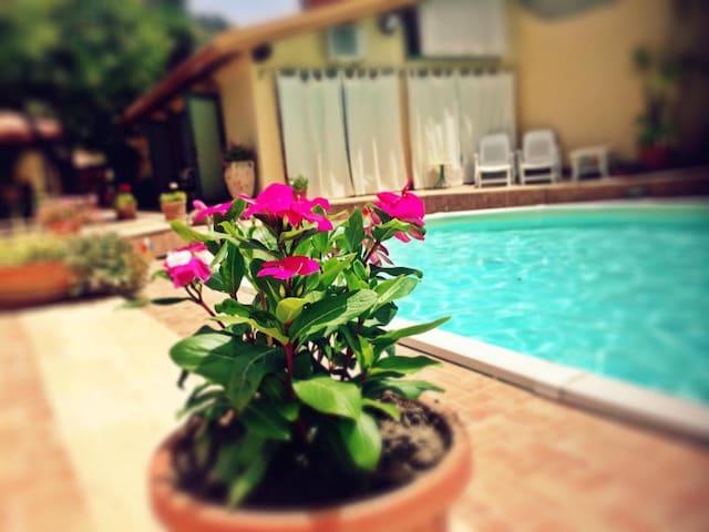 Arcadia (Nespolo) Villetta in campagna con piscina