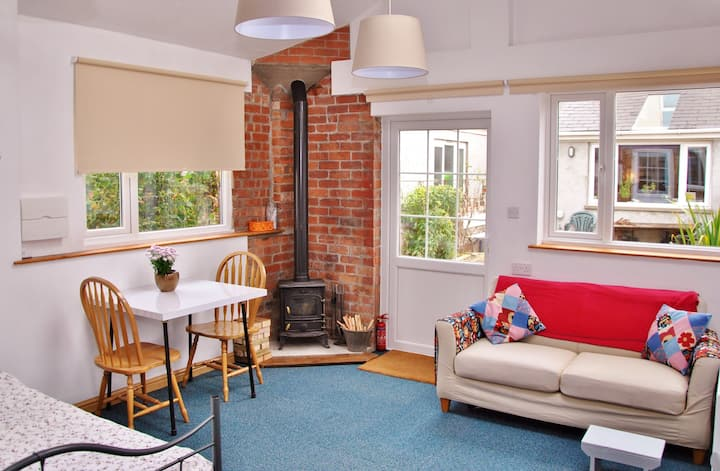 Warm & welcoming studio - Covid travel rules apply
