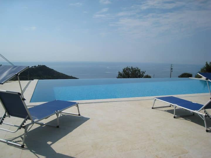 "VILLA ""SAINT JAMES"" POOL & VIEW 008055-LT-0007"