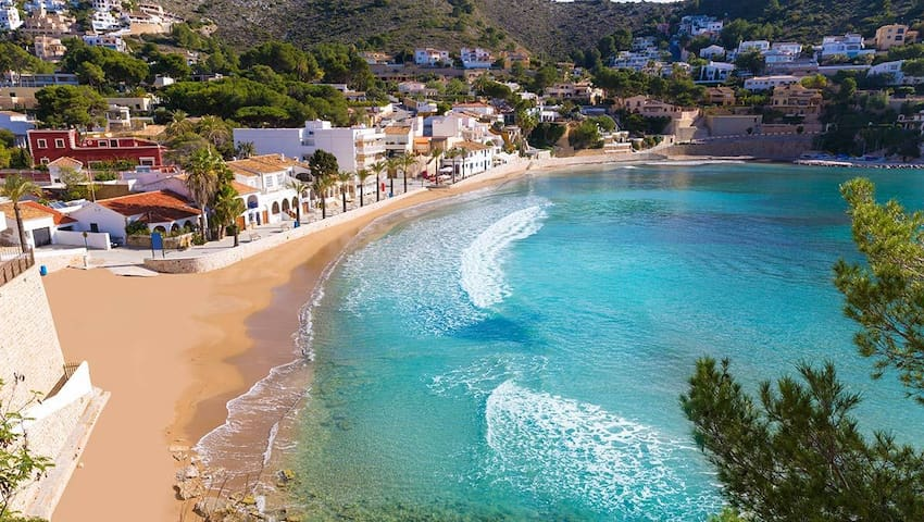 Moraira center,1 bedroom apartment, 4 people, wifi+SAT