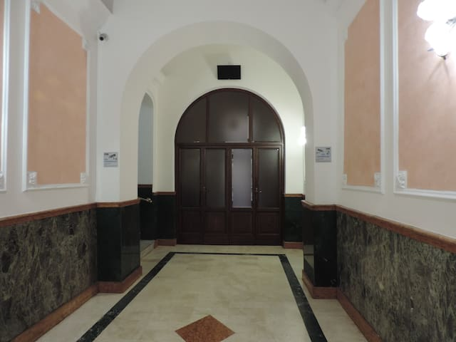 cheap and good room for 2  near metro  A - Roma - Condominio