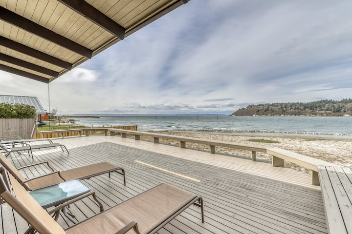 Waterfront beach house w/ a furnished patio & breathtaking views of the bay!