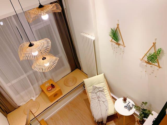【日式简约原木风loft】南法信地铁 机场附近 望京798榻榻米 情侣 商务家庭房