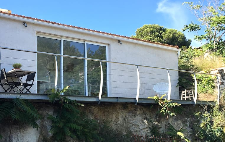 Joli studio moderne sur les hauteurs de l'Estaque