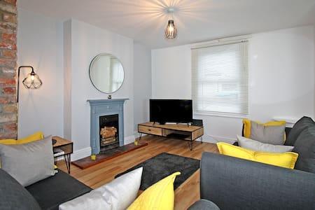 Beaumaris cosy cottage - Bwthyn Cloch Glas