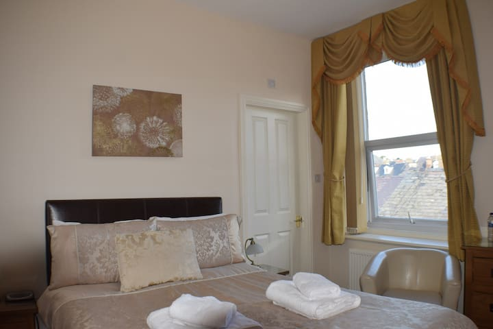 Double Room in Cedar Lodge, Llandudno