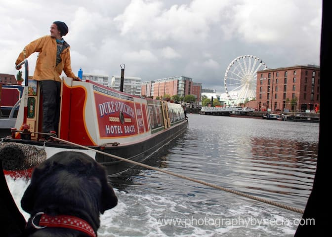 Duke & Duchess - A pair of 70 foot narrow boats.
