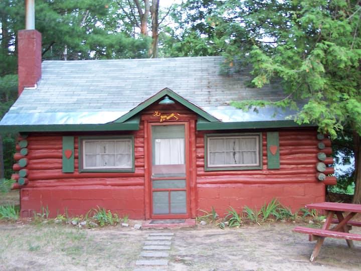 Ellis Lake Resort - Doghouse Log Cabin-Interlochen