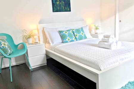 Fort Rocks~Calypso Queen Room~Beaches Nearby