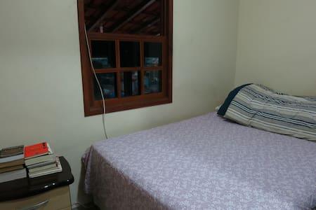 Acomodação com quarto para casal confortável - Ev