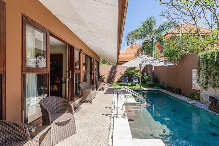 Amazing 3 bedrooms pool villa steps to Sanur beach