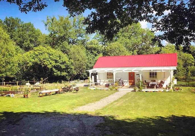★ Lake House  ★ Hot Tub & BBQ ★ 20min→Gothenburg ★
