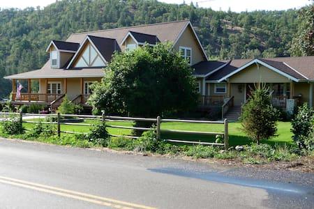 Cozy ranch house cottage near Mt Hood recreation. - Dufur - Ház