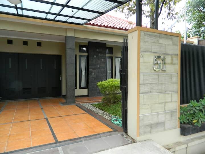 Fadjar guesthouse antapani