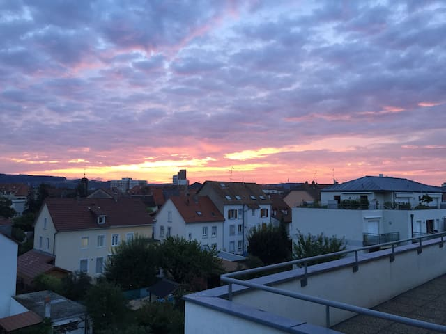 Gorgeous 3 bedroom rooftop appartment near Basel - Huningue - Apartamento