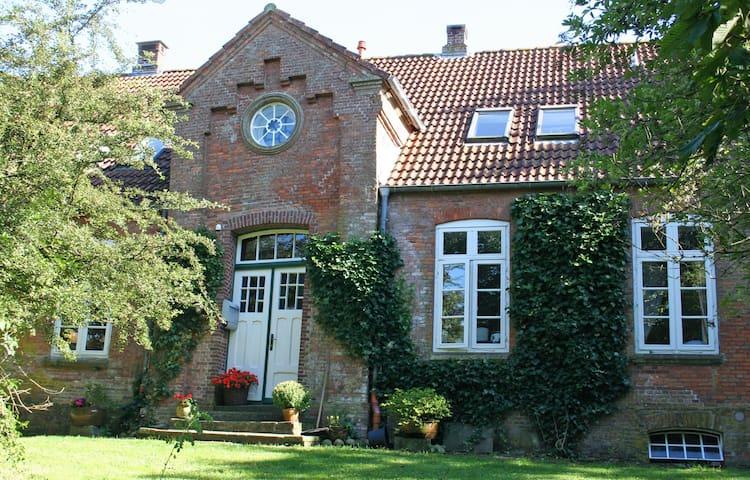 Ferien in der Alten Schule Eiderstedt 5Pers+Garten