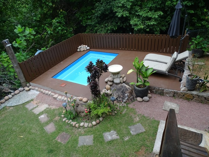 Gecko Villa ...5 beds, pool and bbq