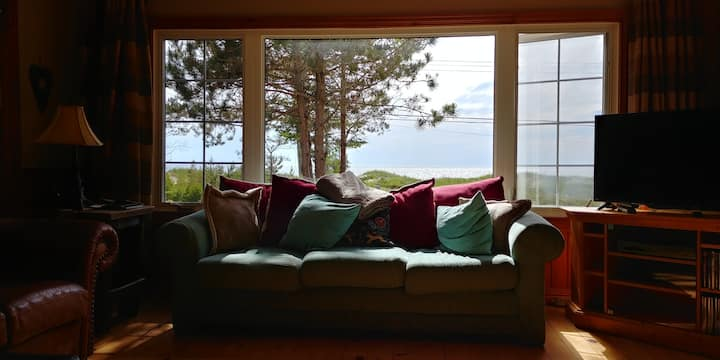 Sauble Beach Lakefront Cottage-booking for 2020!