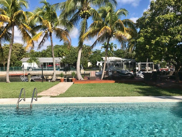 Fantastic Waterfront Home with Ocean Access! - North Miami - Dom