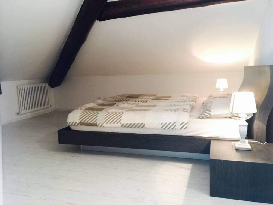 Camera da letto principale / Schlafzimmer