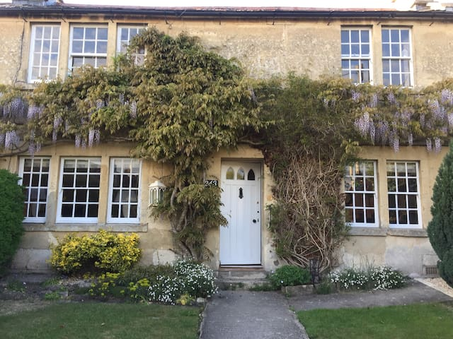 Charming spacious cottage 5 mins walk into BOA - Bradford-on-Avon - Hus