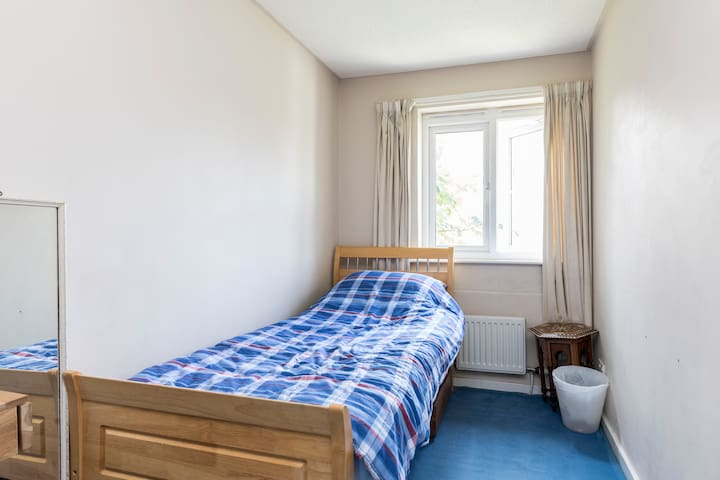 Single Room, Brixton, parking available