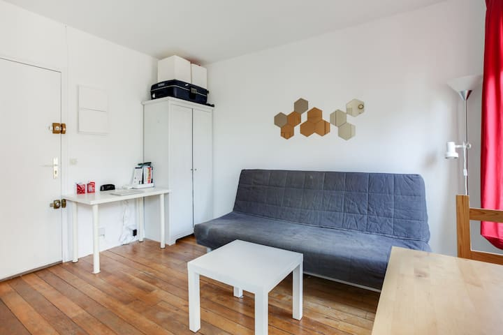 PLEASANT STUDIO VERY WELL AGENCY FOR 2 PEOPLE IN PARIS 15TH