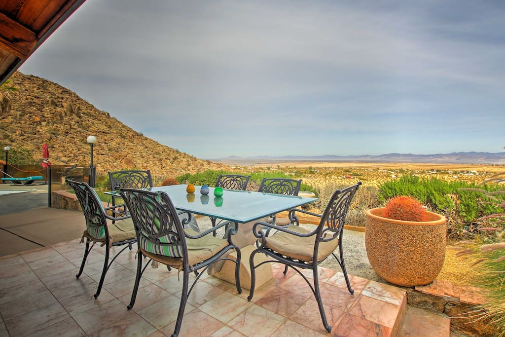 This home is surrounded by the Joshua Tree National Park, offering a relaxing natural atmosphere.