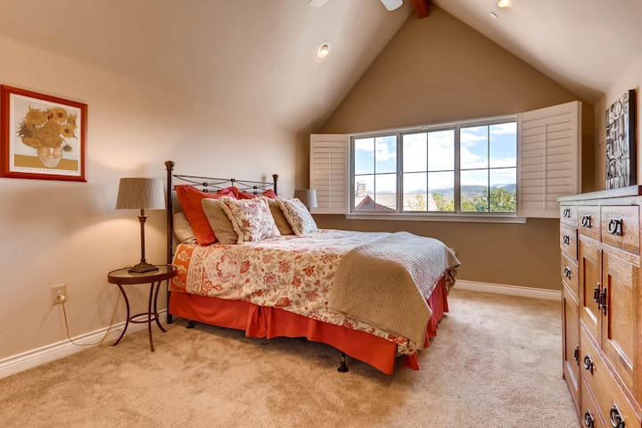 Frisco condo with views and access to everything!